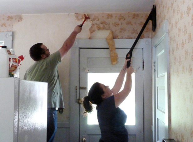 How To Properly and Easily Remove Wallpaper
