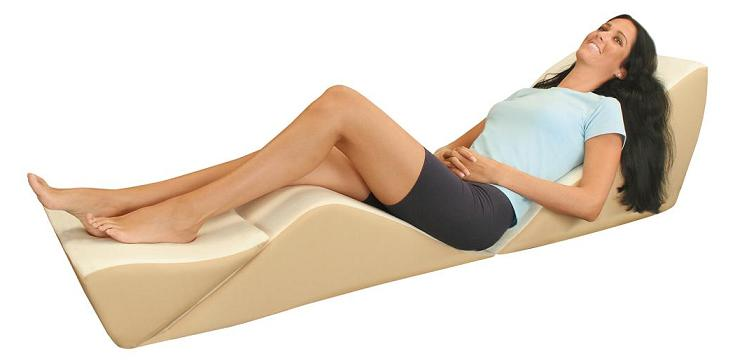 3 Best Bed Wedge Pillows To Support And Sooth Your Back & Neck
