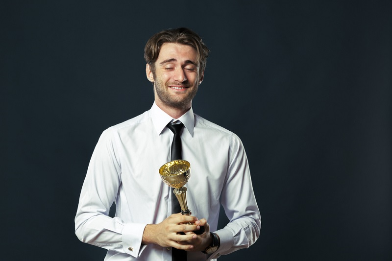 Amazing Benefits Of Corporate Trophies and Engraving Gifts